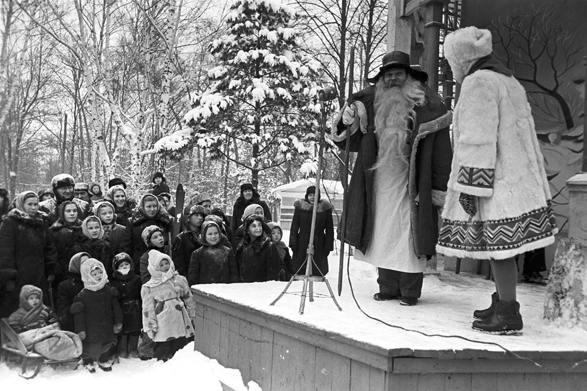 Dedek Mraz je ruska različica Božička.