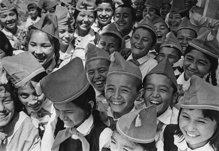 Des pionniers (l'équivalent soviétique des scouts), années 1970