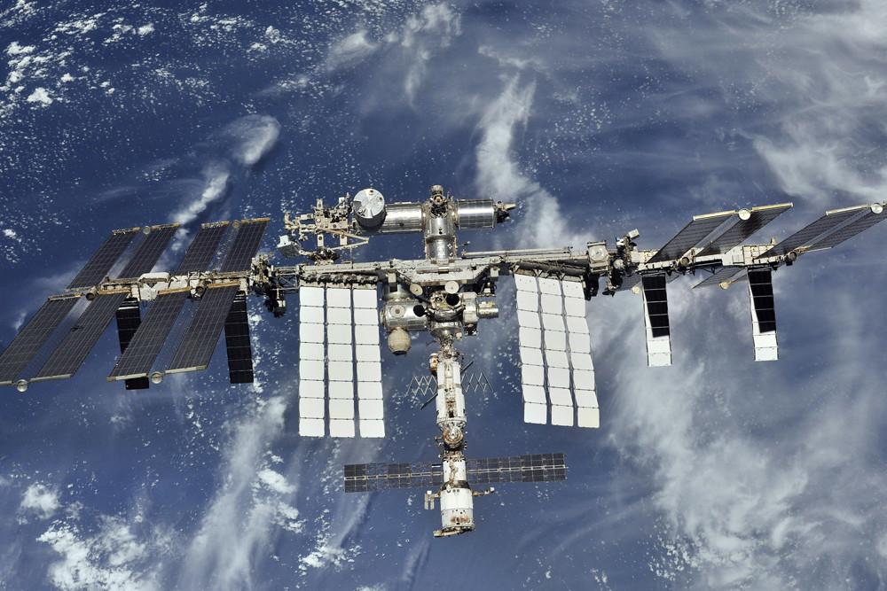Модуль «Звезда» в нижней части снимка