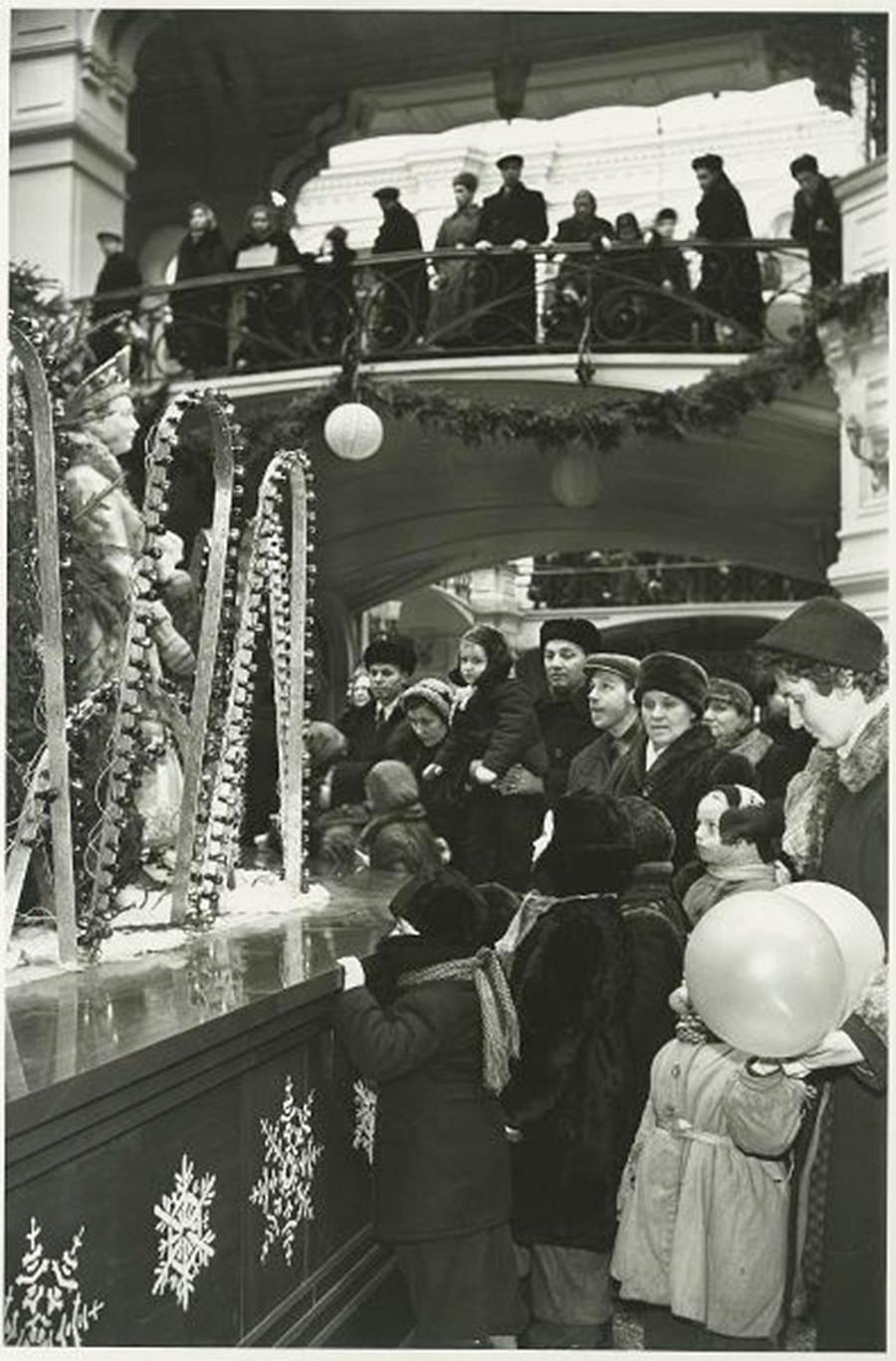 グム百貨店のヨールカ(クリスマスツリー)、1950年代