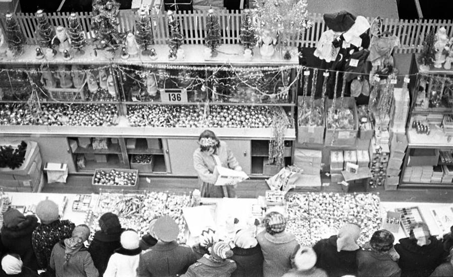 百貨店「ジェツキー・ミール」、新年の日、1972年