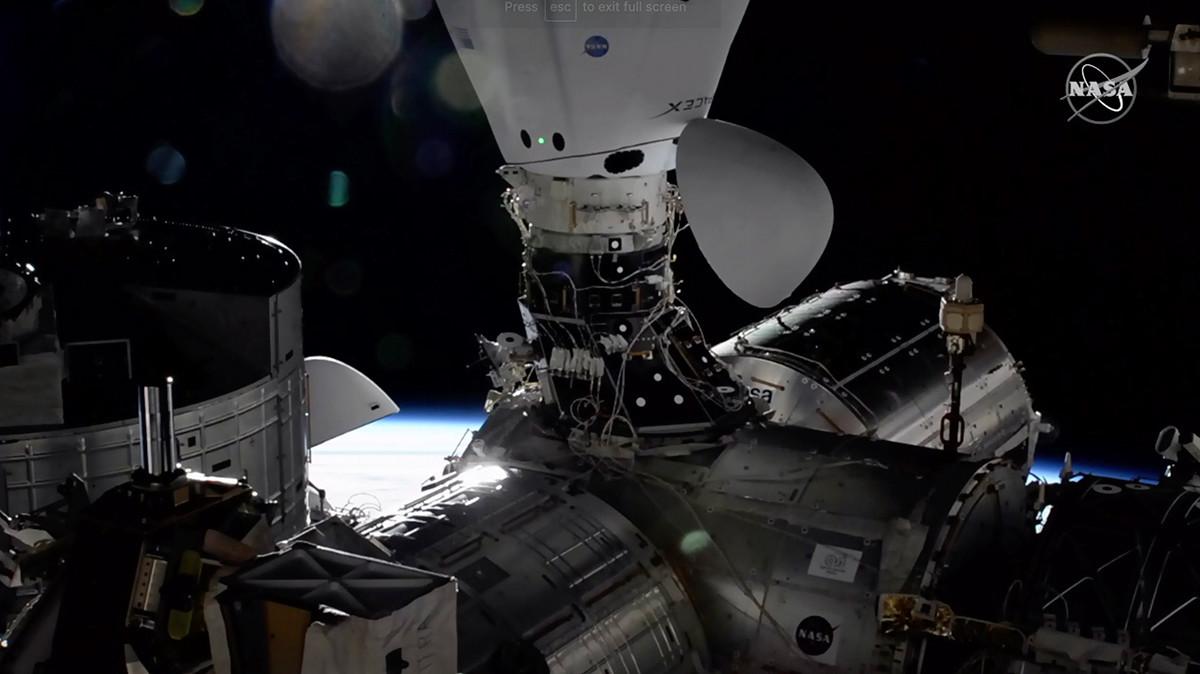 """У доњем делу снимка види се модул """"Звезда""""."""