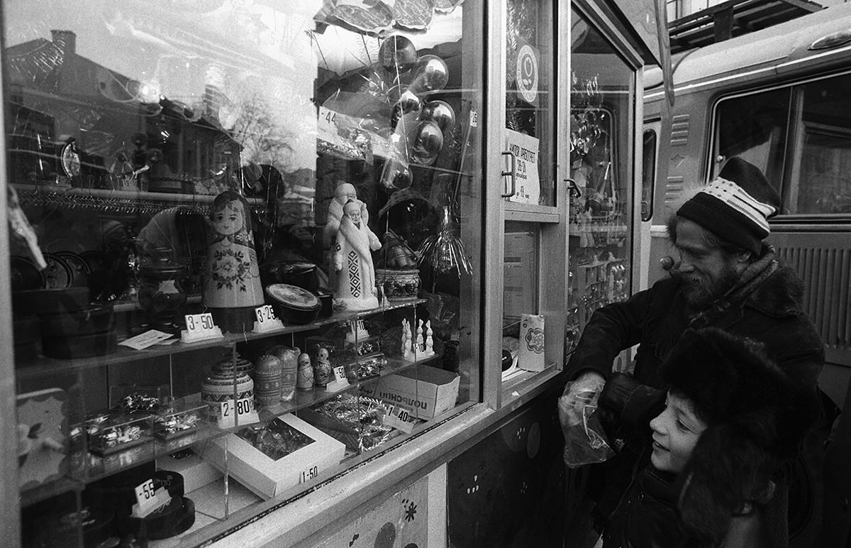 Les jours festifs dans la rue piétonne Arbat.