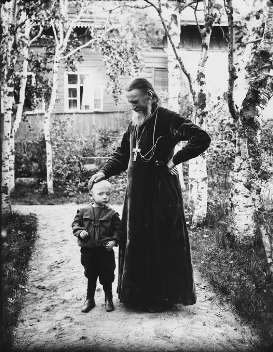 Jean de Cronstadt et l'un de ses filleuls