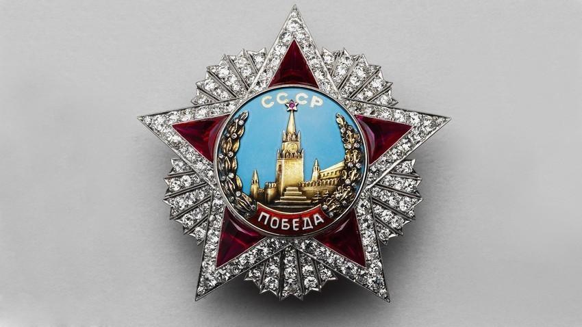 Medali 'Tanda Jasa Kemenangan'.