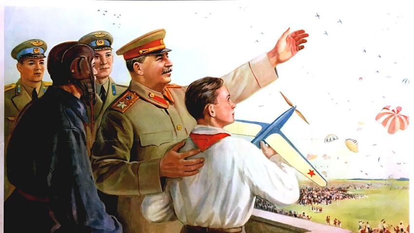 ¡Adelante con los nuevos éxitos de la aviación soviética!