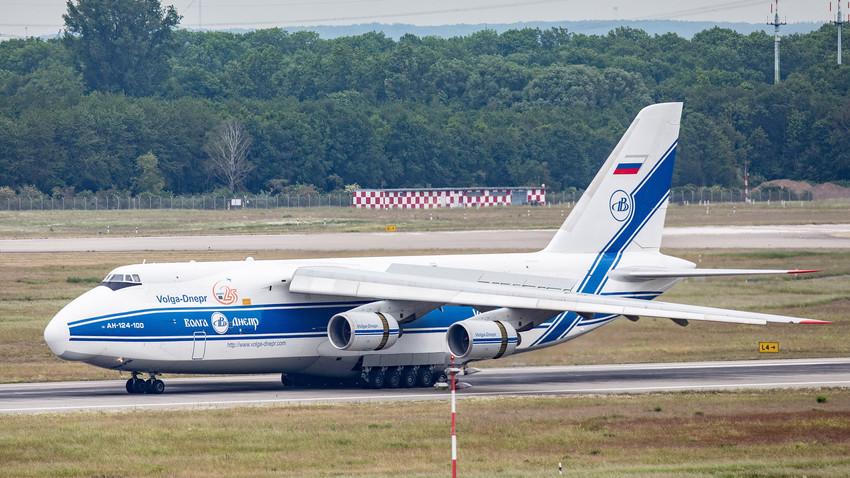 Pesawat angkut militer Antonov An-124 Ruslan