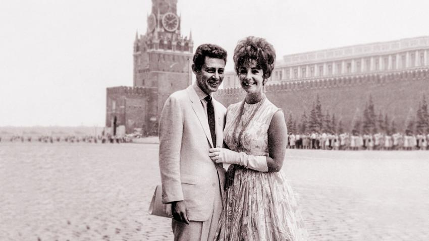 Elizabeth Taylor y Eddie Fisher en la Plaza Roja