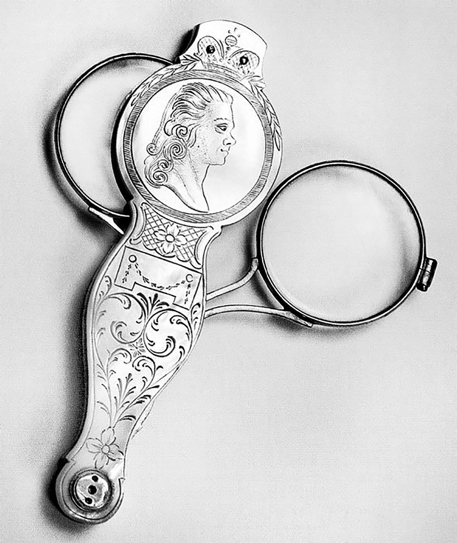A lorgnette that belonged to Paul I of Russia, with his portrait engraved on the lid.