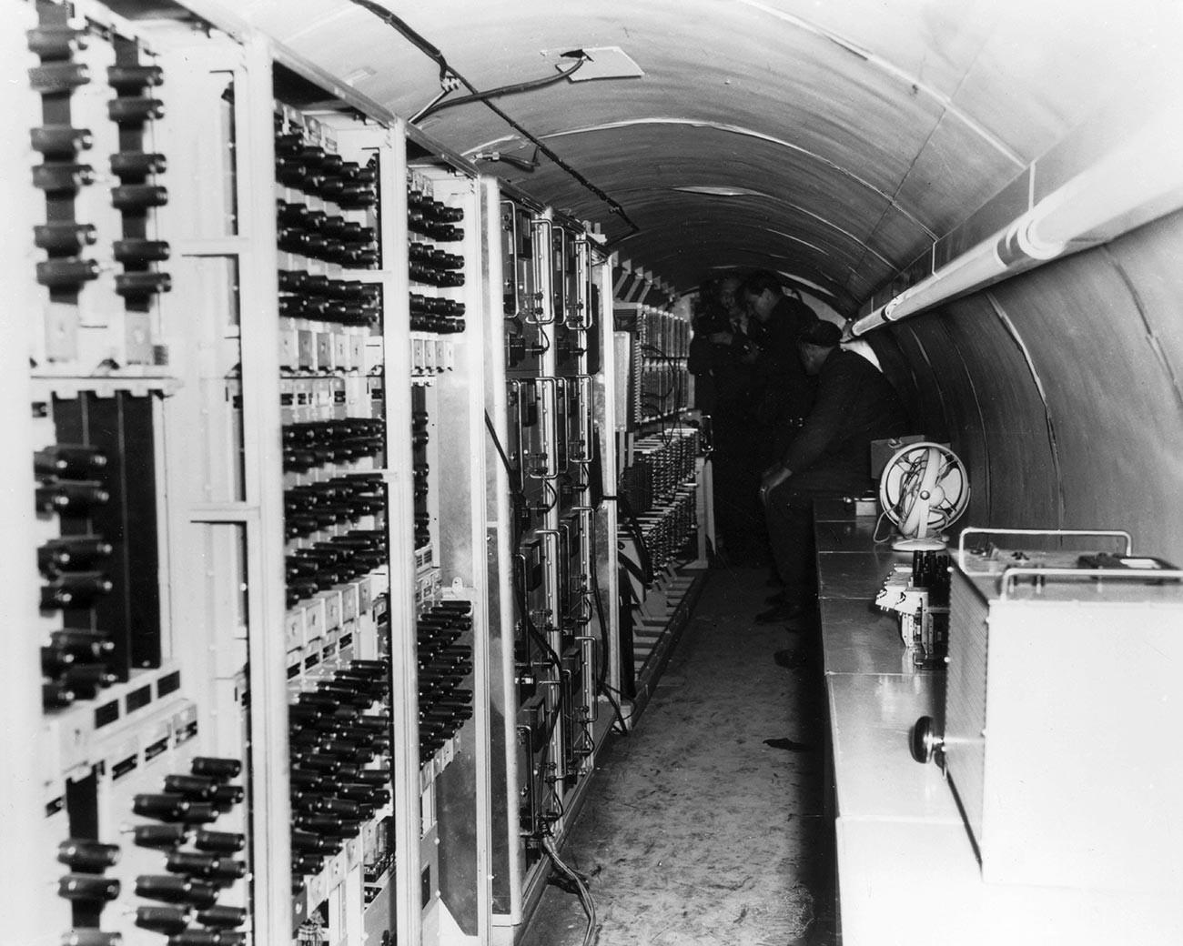 在独ソビエト軍参謀の電話通信に極秘裏に接続するため地下トンネル