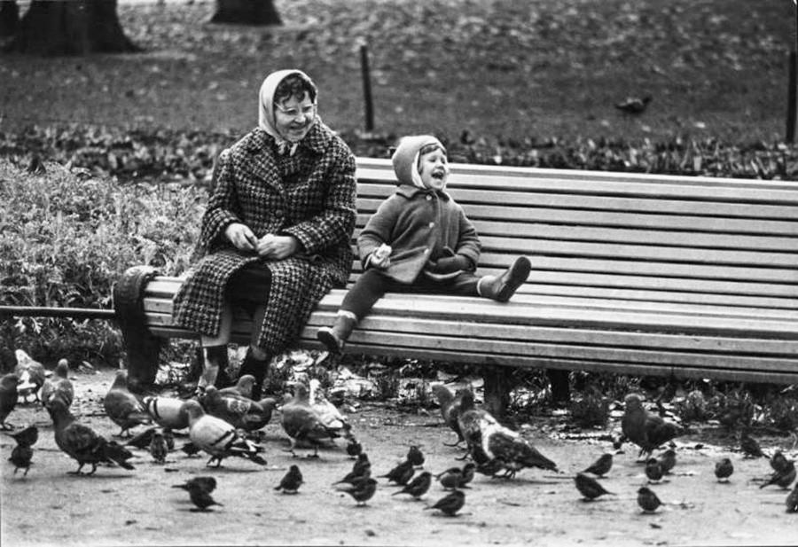 Abuela y nieto, años 60