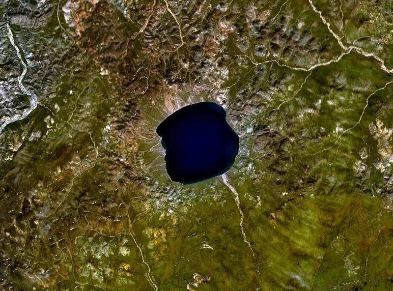 El Yelguiguitin podría ser un cráter de impacto. Se estima que su edad es de 3,5 millones de años.