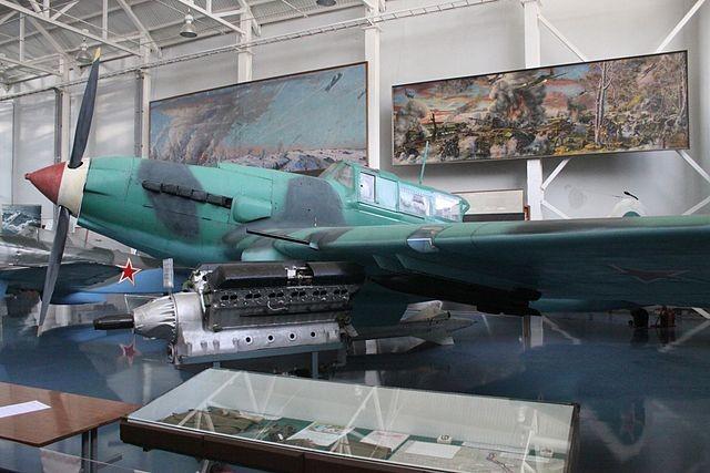 Mikulin AM-38F junto a IL-2