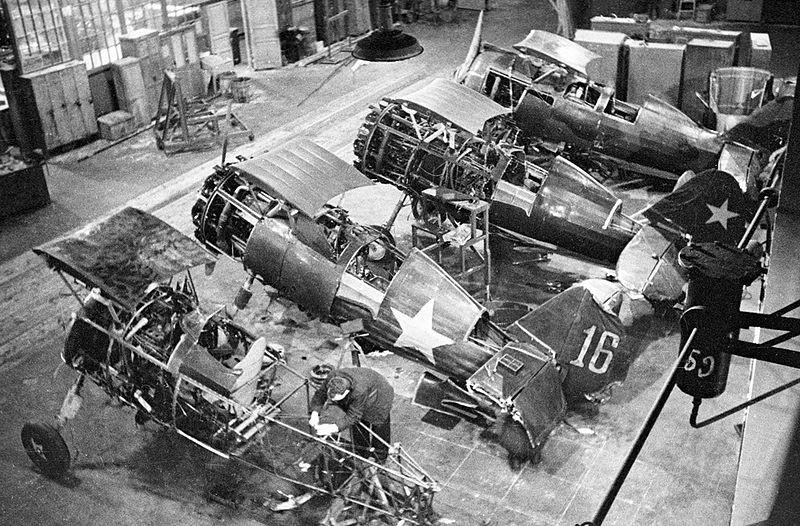 Diciembre de 1941. Aviones siendo reparados.