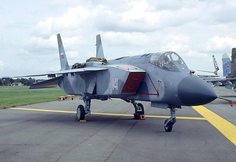 El avión de combate Yak-141 VTOL en el Salón Aeronáutico de Farnborough de 1992