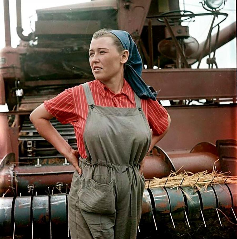 Une conductrice de moissonneuse-batteuse, 1957