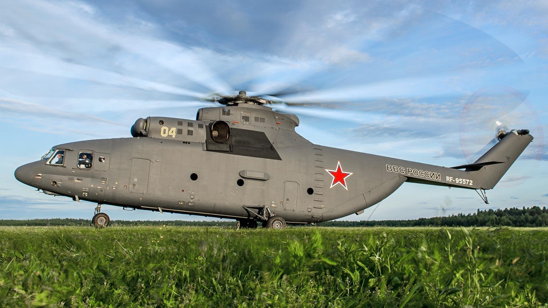 Mi-26 ruskega vojnega letalstva v zračni bazi Toržok