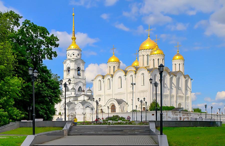 Katedral Uspenskiy dari abad ke-12 di Vladimir.