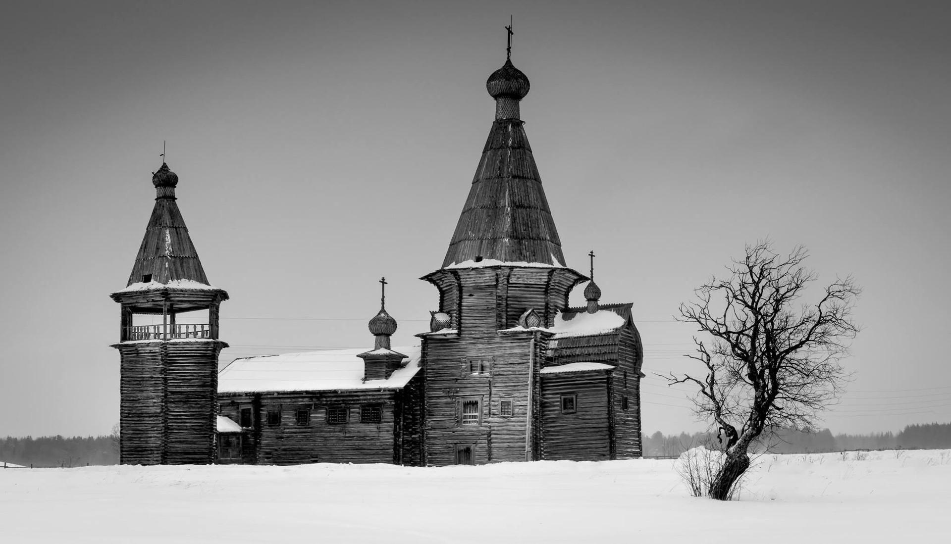 Gereja John Chrysostom dari abad ke-17, di Arkhangelskaya Oblast,