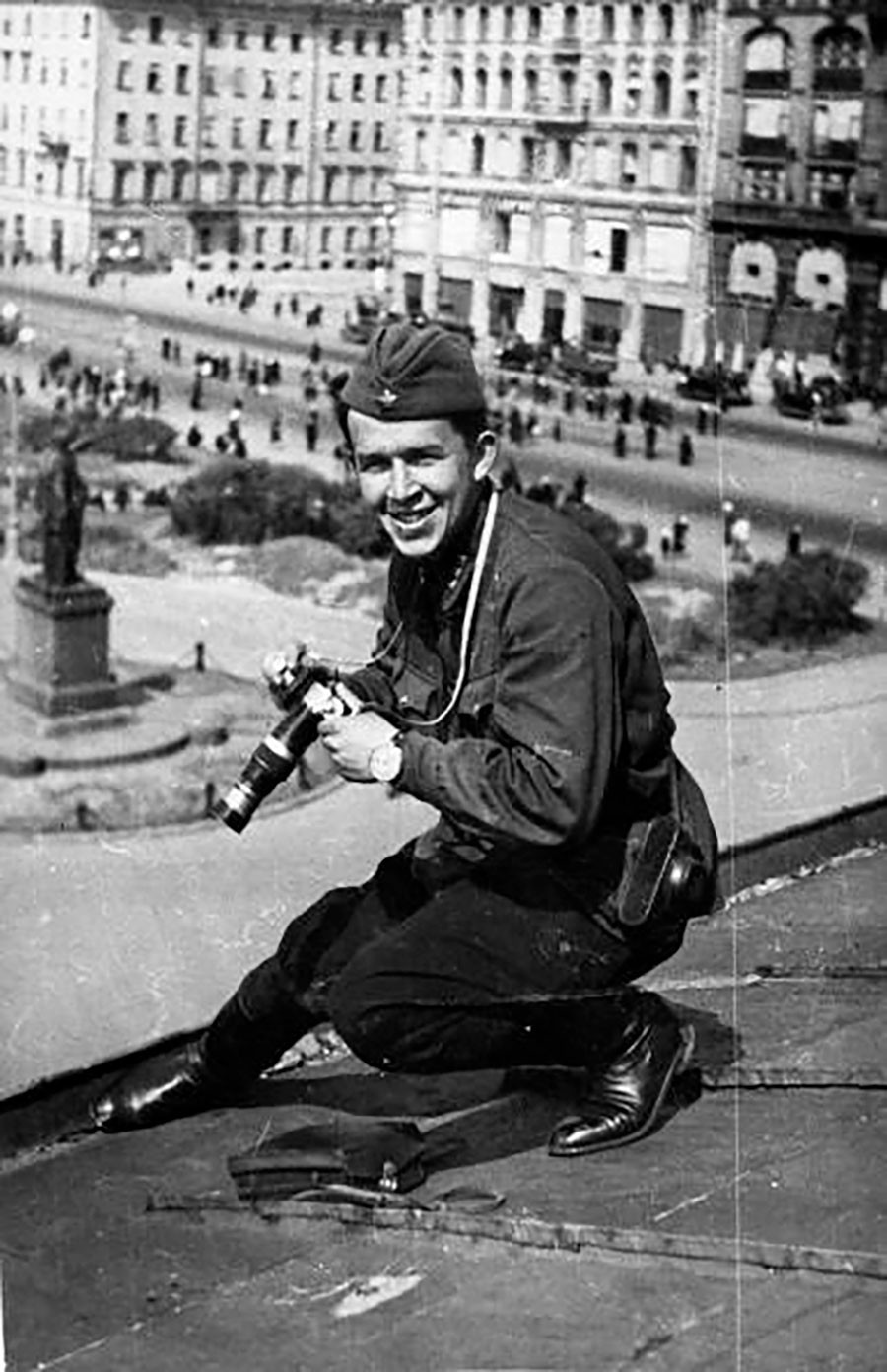 Vsevolod Tarasévich trabajando en Leningrado, 1942