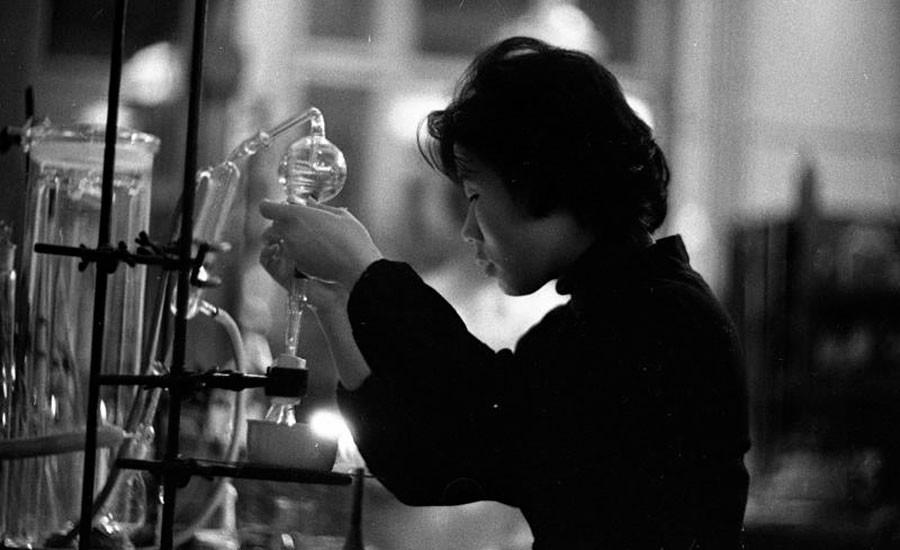 En un taller químico