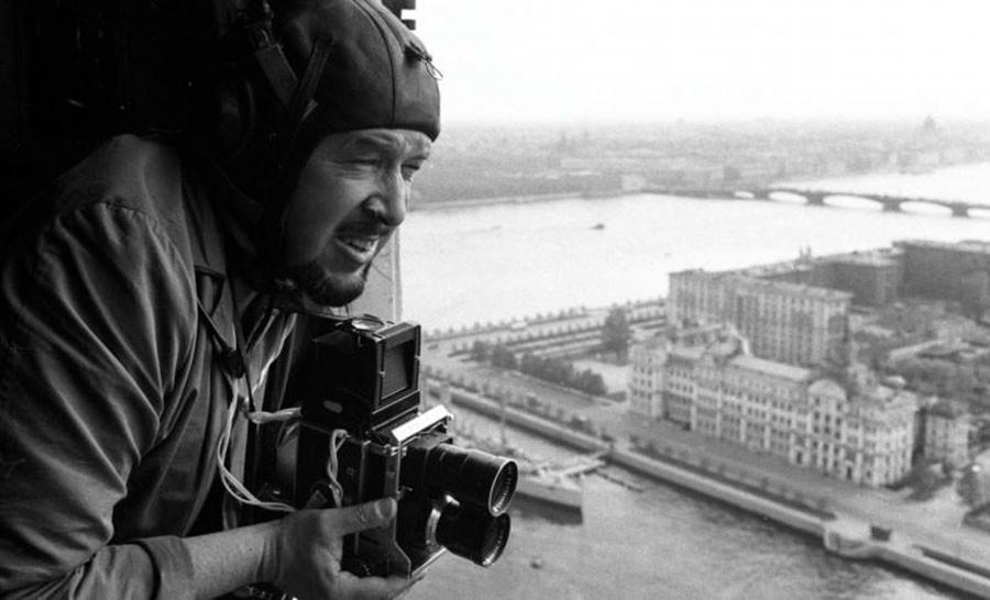 Всеволод Тарасевич снимает с вертолета в Ленинграде, 1967