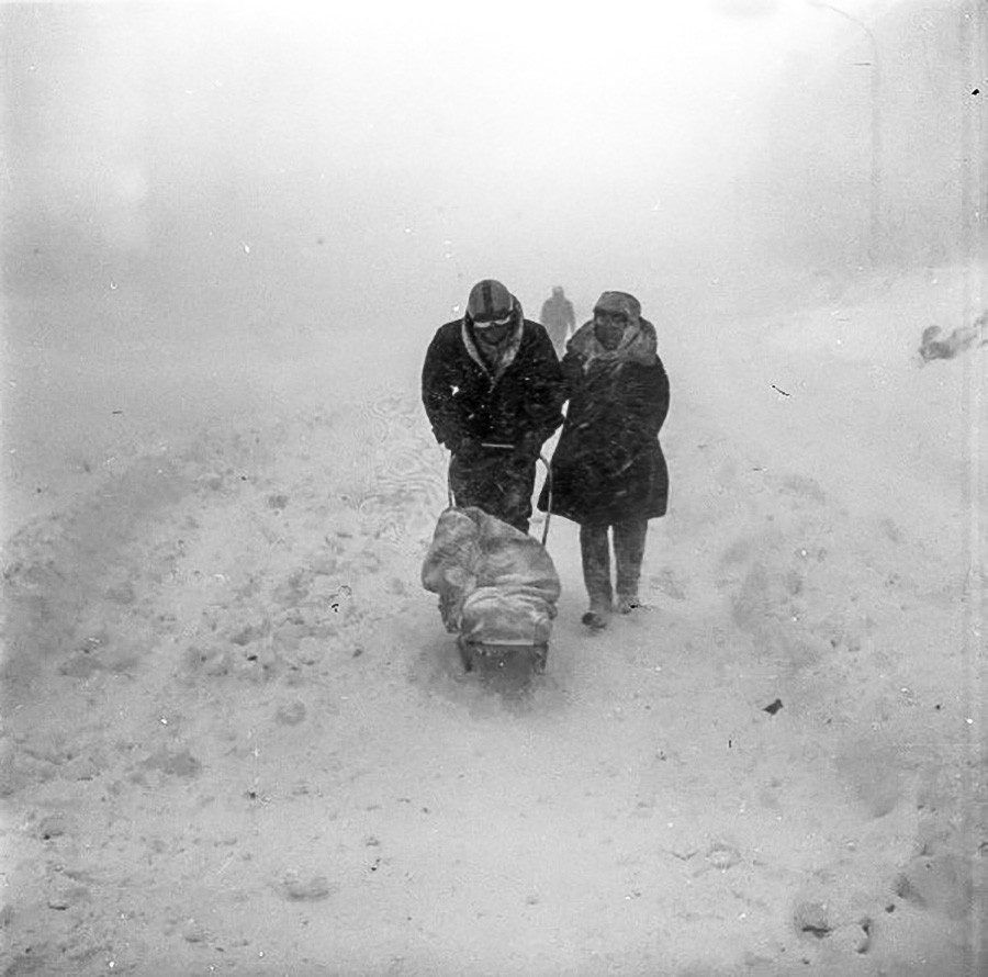 С детьми в СССР гуляли в любую погоду