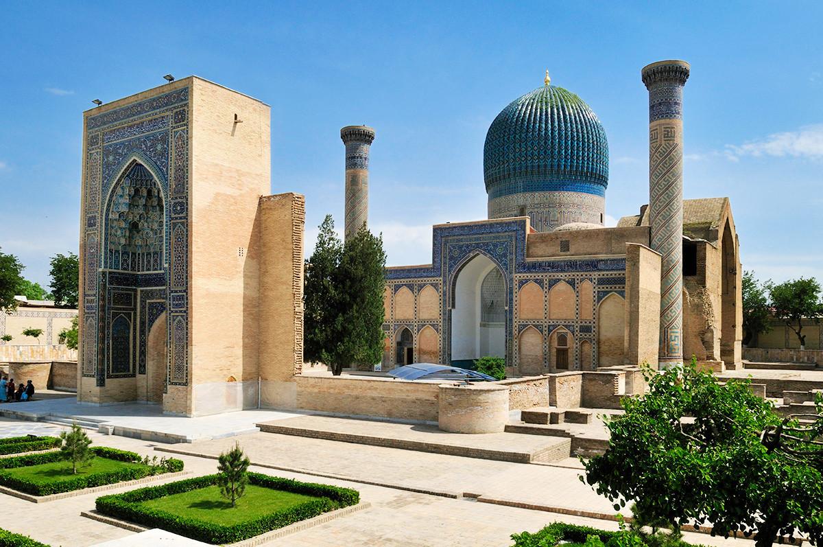 Mausoléu Gur-e Amir, em Samarcanda, início do século 15.