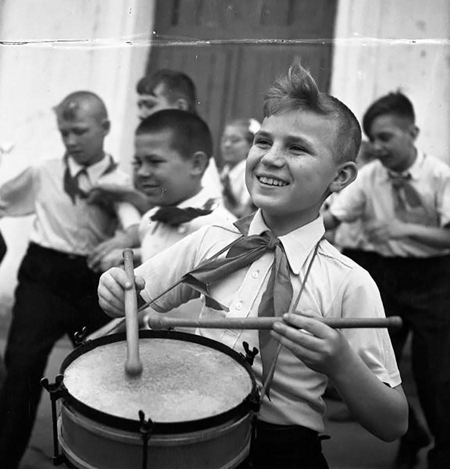ピオネールの太鼓演奏者。1950年代