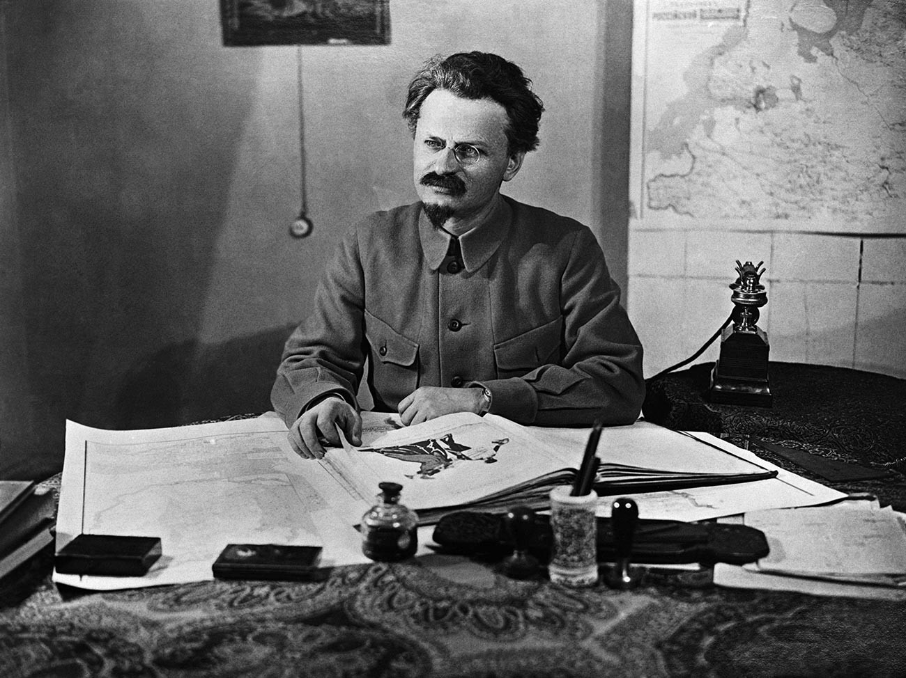Lev Trocki (1879 - 1940), marksistični revolucionar, teoretik in sovjetski politik