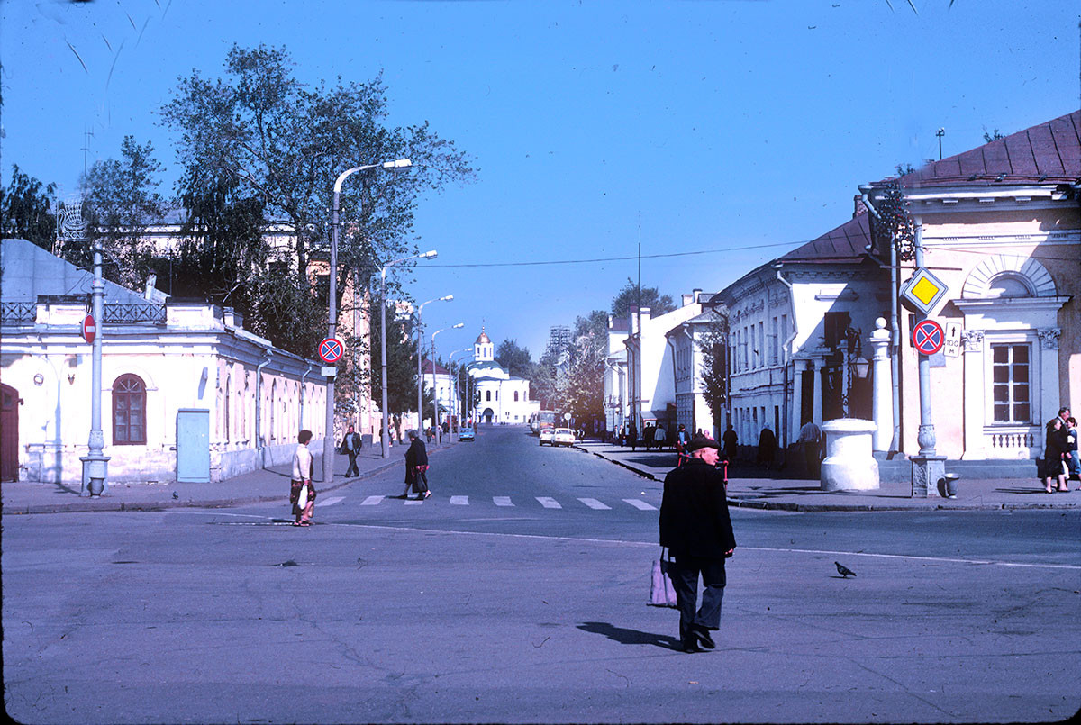 Simanovsky Street leading to Church of the Smolensk Icon of the Virgin at Epiphany Convent. Right: corner of Guard Station. Left: Corner of Fire station. August 22, 1988