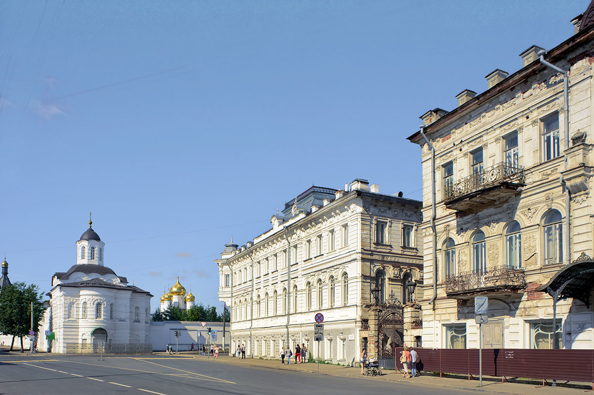 Kostroma. Simanovsky (formerly Epiphany) Street. View toward Smolensk Icon of the Virgin at the Epiphany-St. Anastasia Convent. Right: Tretyakov apt. buildings. August 12, 2017