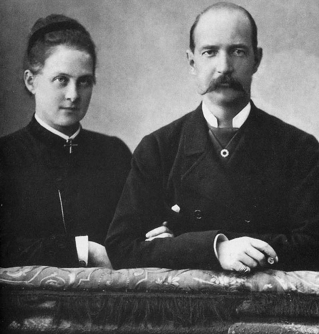 George I of Greece (R) and his wife Olga Konstantinovna (L)