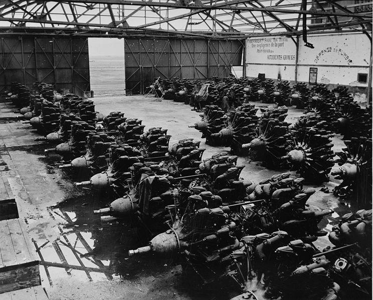 Motores Mistral Major de Gnome-Rhône, en un hangar en África, 1943.