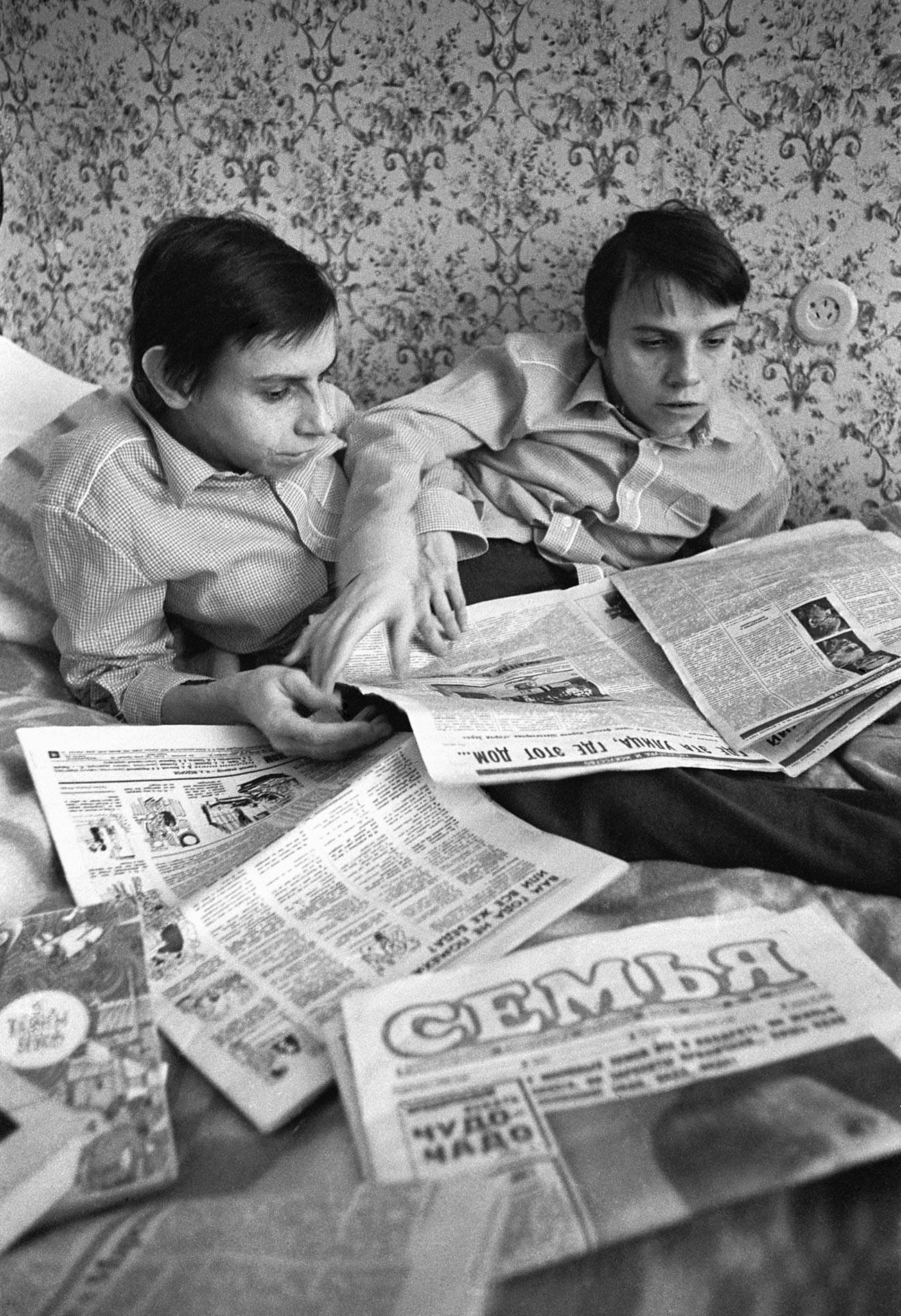 モスクワに住んでいるシャム双生児ダーシャ・クリヴォシリャポワとマーシャ・クリヴォシリャポワ