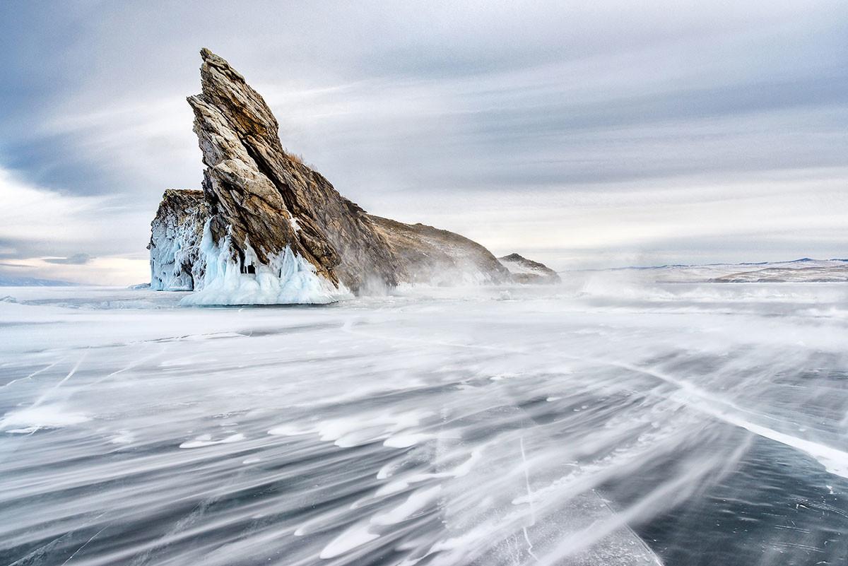 Ледяной Байкал.