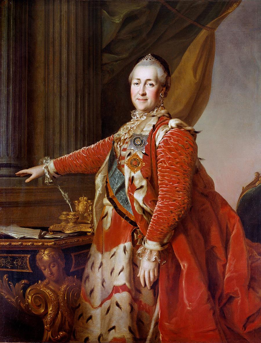 Портрет на императрица Екатерина II (1729-1796) в червена церемониална рокля. Русинка от Димитри Левицки (1735-1822) 1770. Библиотека на двореца, Петерхоф, Русия