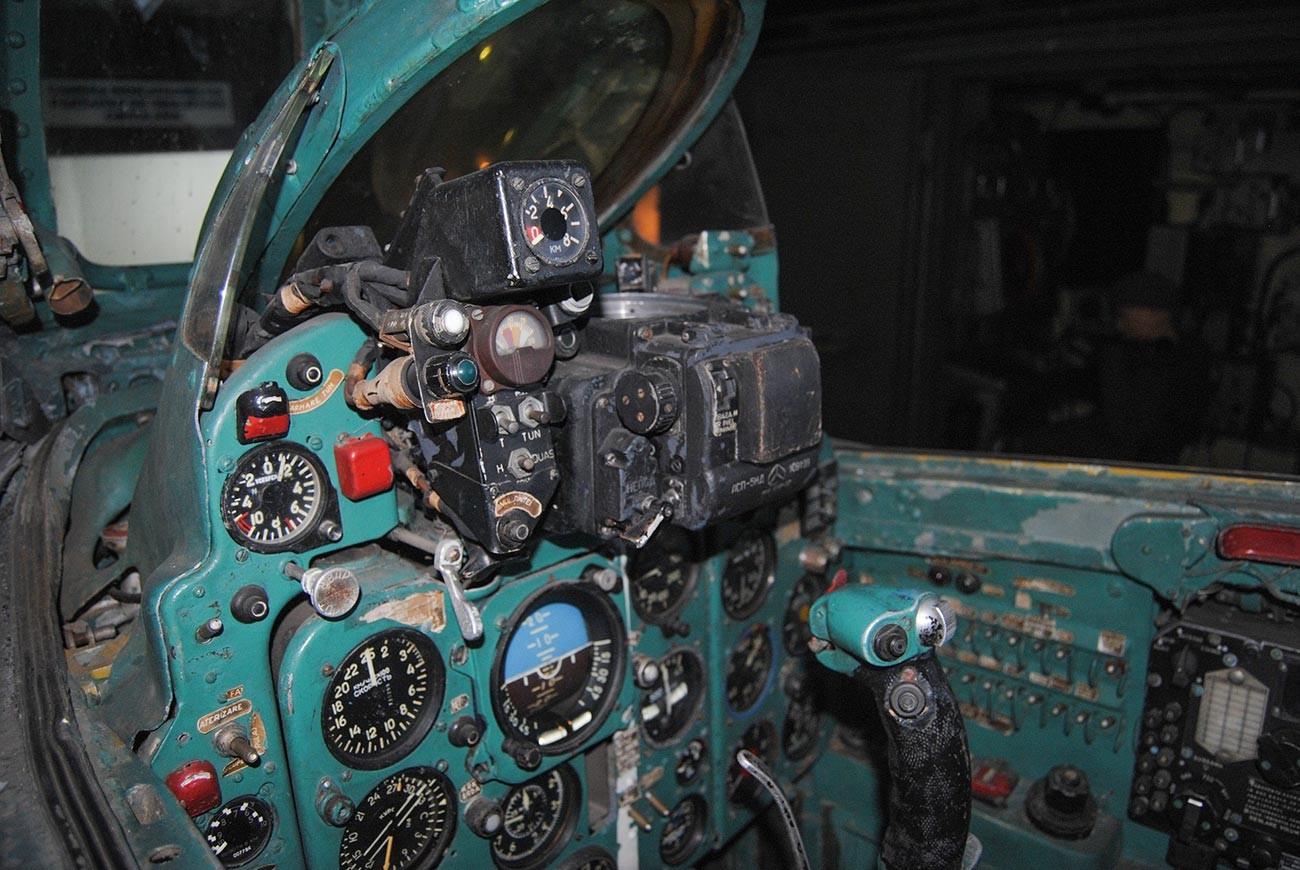 Cockpit of a MiG 21.