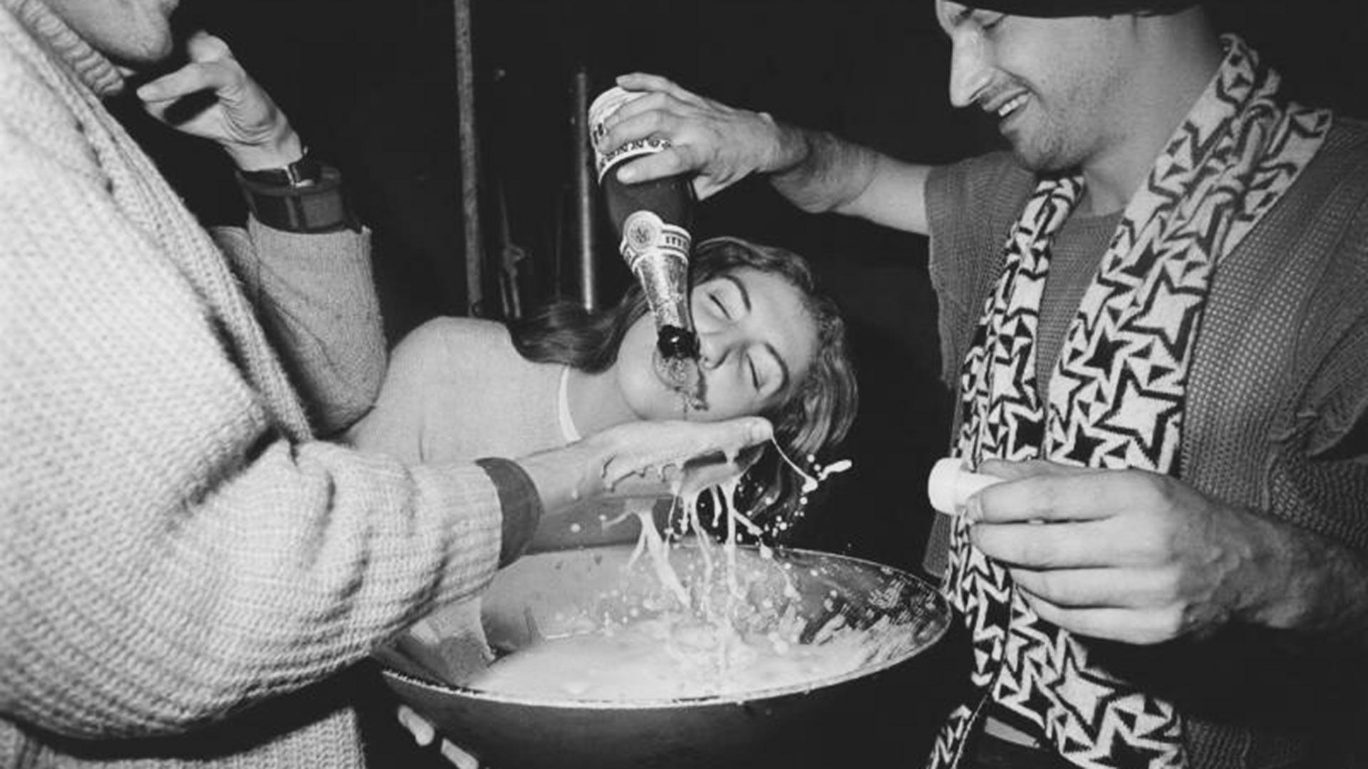 Una foto de la fiesta de cumpleaños del músico soviético Herman Vinogradov en 1988.