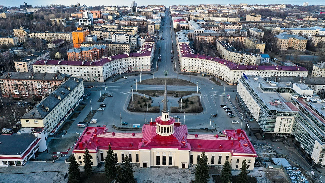 Voici le centre de Petrozavodsk. La vile américaine était à droite, derrière la place