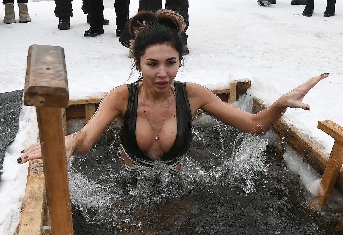 … et les femmes. Et ce, que ce soit à Moscou ou en Sibérie, comme cette femme de Krasnoïarsk.