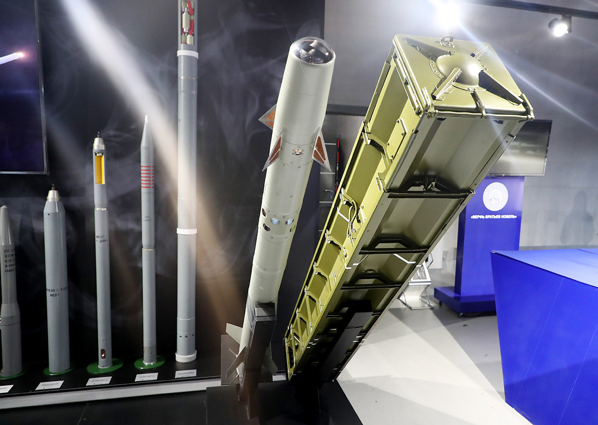 """Противвоздушна ракета """"Стрела-10"""" на изложбата во рамките на Меѓународниот военотехнички форум """"Армија 2020"""" во изложбениот центар """"Патриот"""". Русија, Московска област, 24 август 2020."""