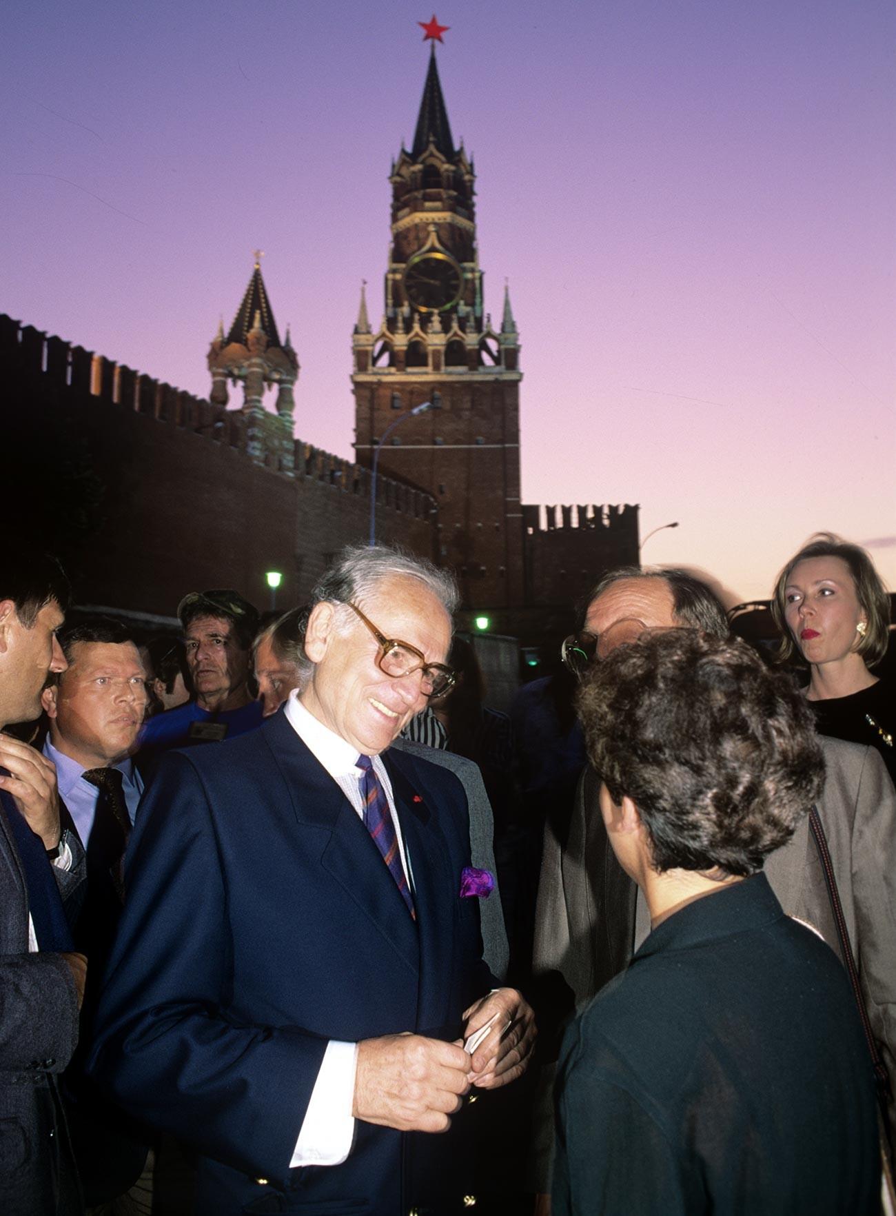 Pierre Cardin en la Plaza Roja, 1991