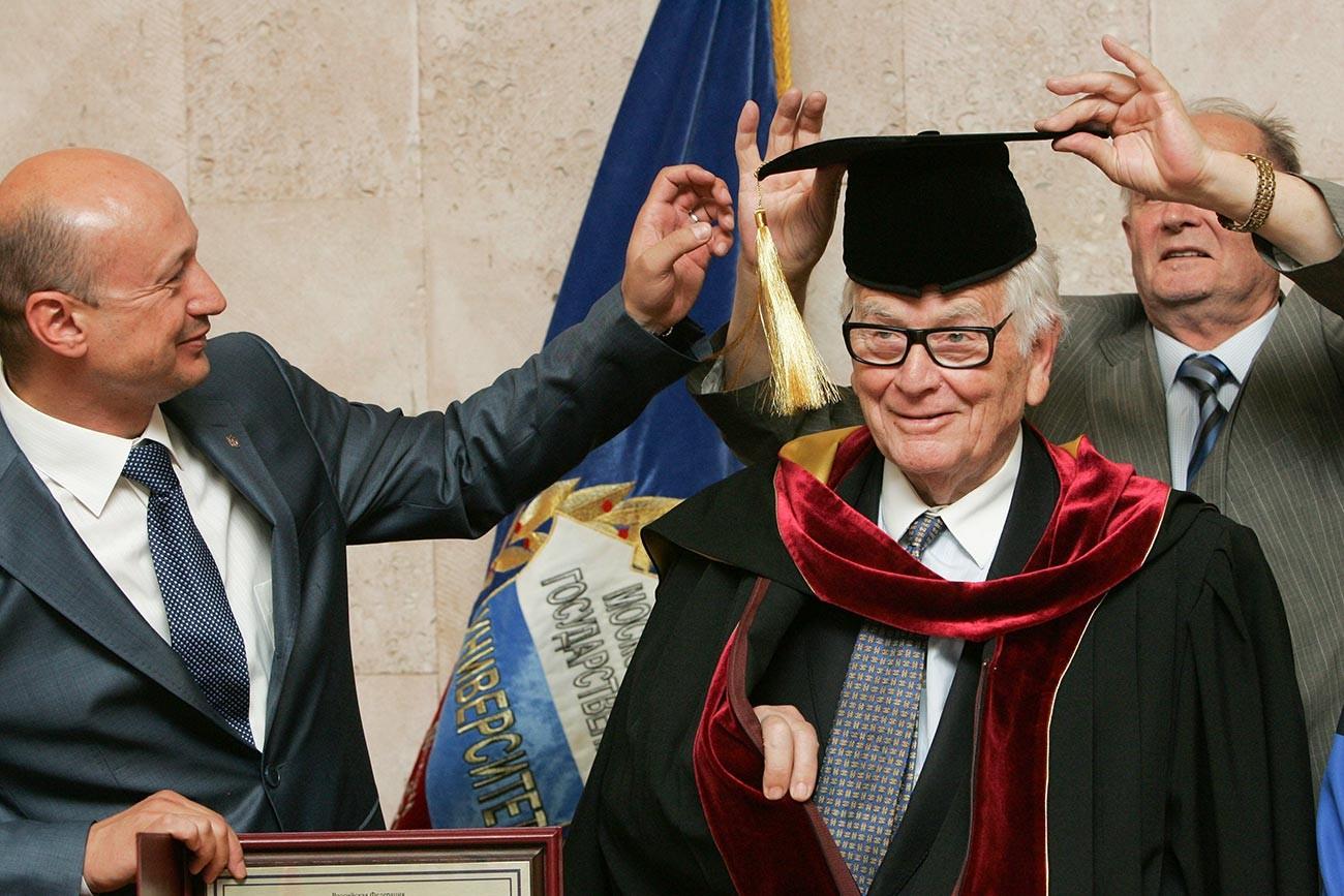 Pierre Cardin se convirtió en profesor de la Universidad de Diseño de Moscú, 2011