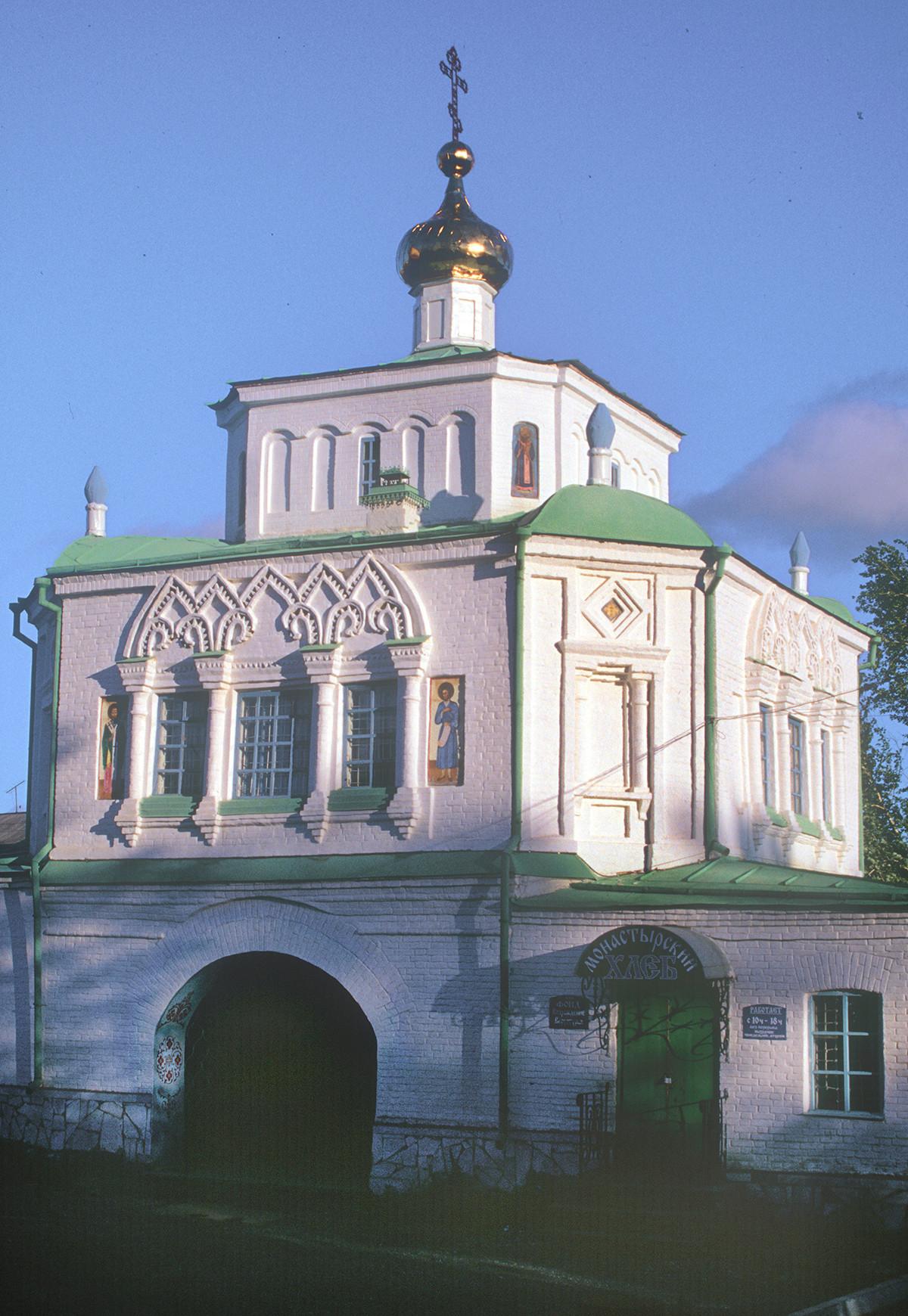 Iglesia de San Simeón y Santa Ana sobre la Puerta Santa, vista sureste. Fotografía: 27 de agosto de 1999.