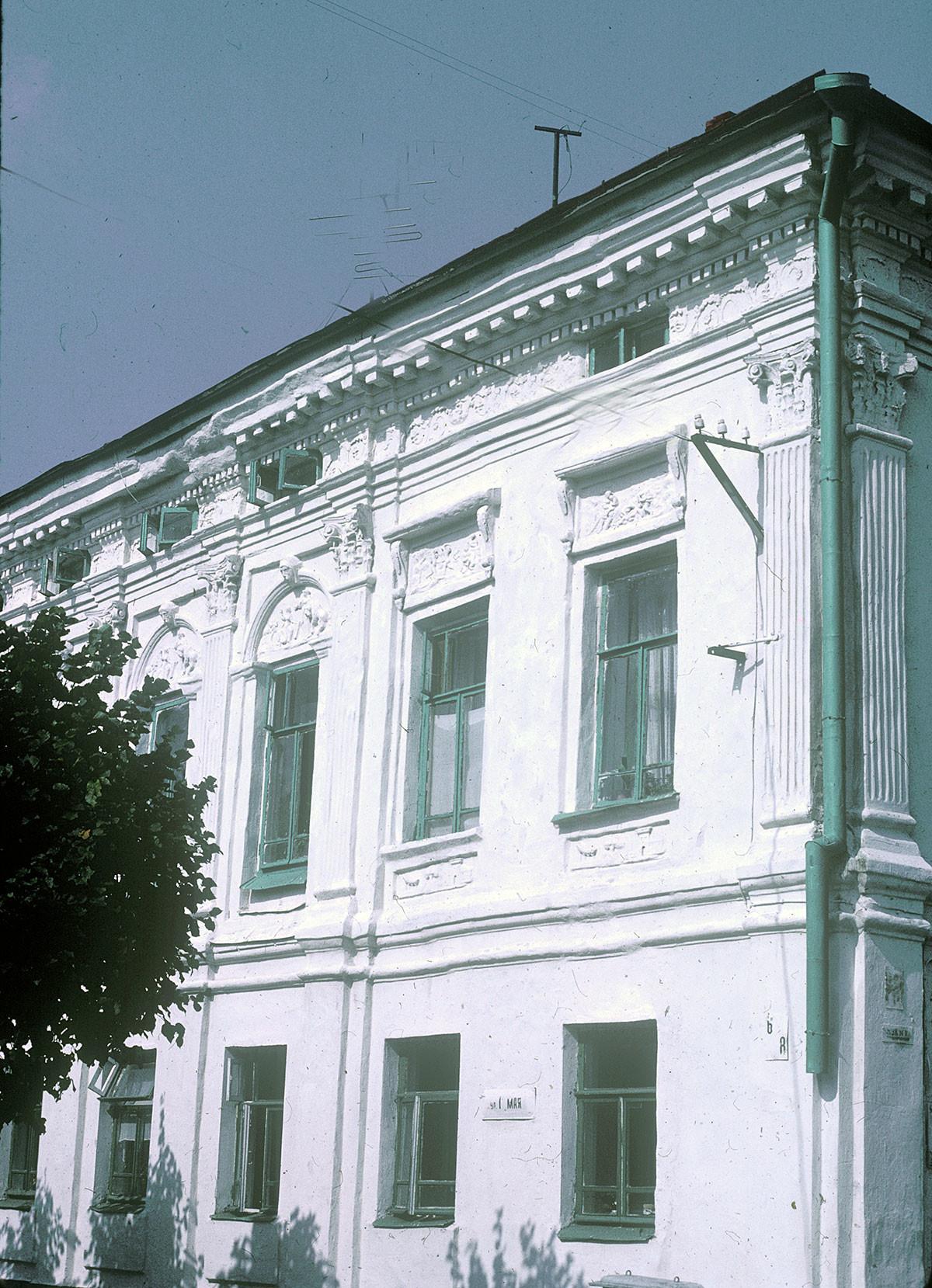 Hiša Strigaleva. Ulica Mlečni hrib (Moločnaja gora). Fasada na ulici 1. maja. 22. avgust 1988