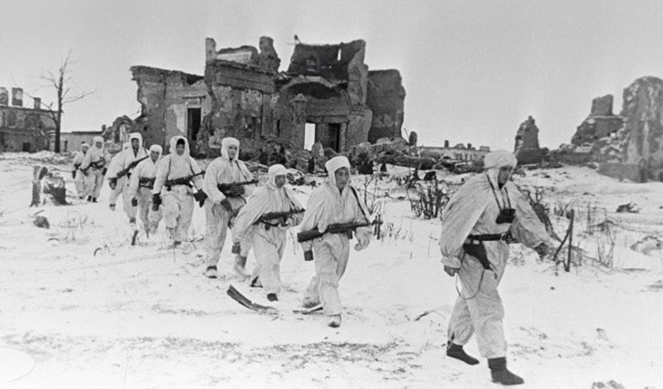 Советские разведчики на Пулковских высотах.