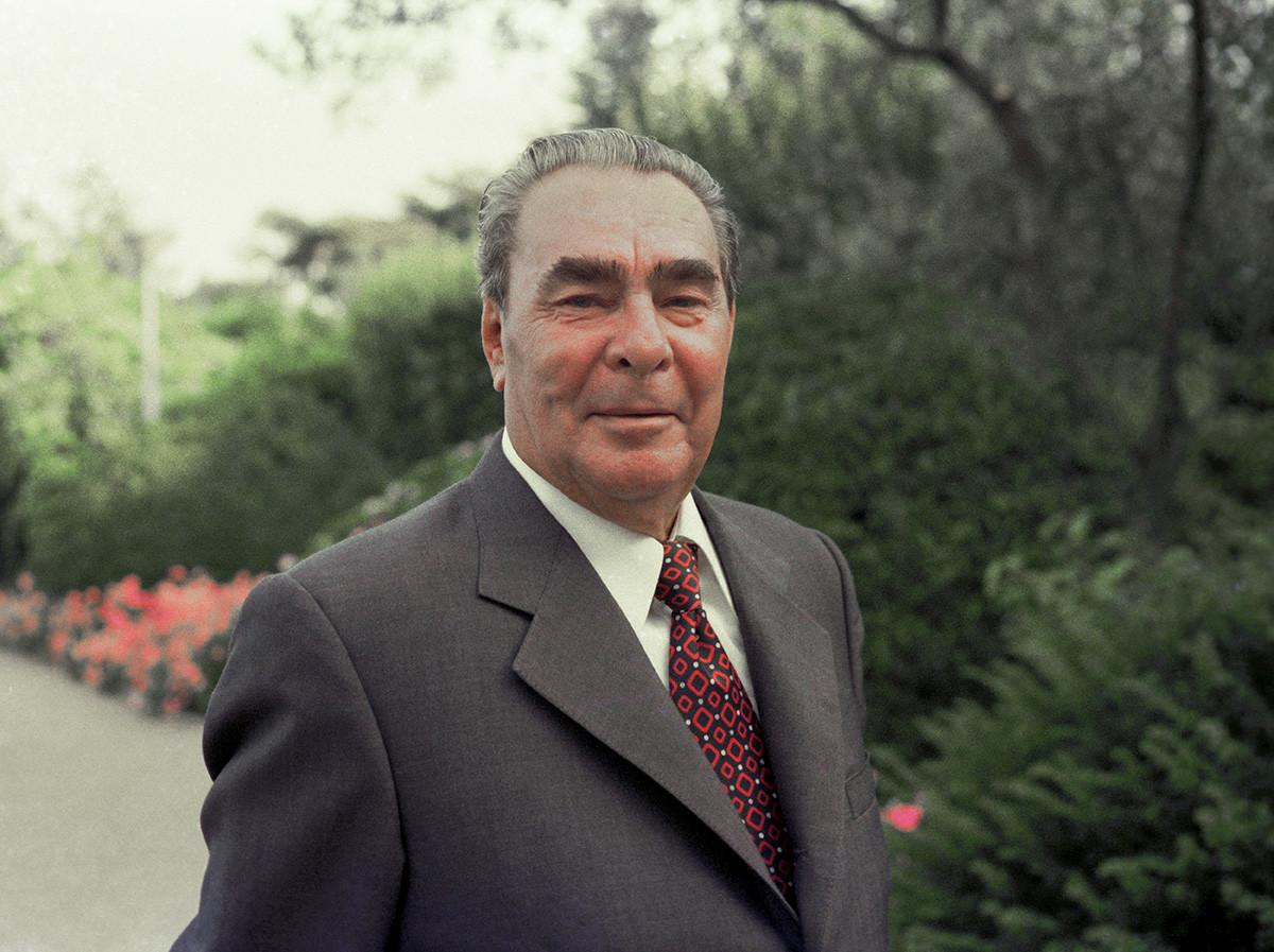 Il Segretario Generale del Partito Comunista dell'Unione Sovietica Leonid Brezhnev nella dacia di Stato Glitsiniya nel villaggio di Nizhnyaya Oreanda, Jalta. Giugno 1977