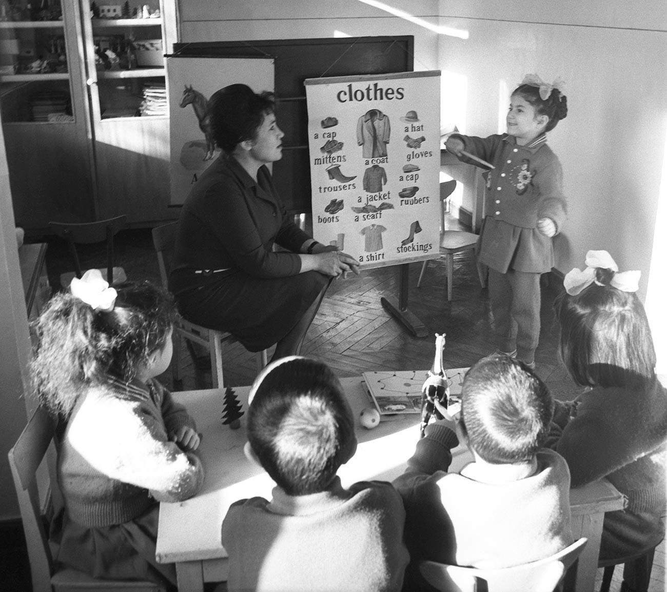Splošno znano je, da se otroci tujih jezikov učijo hitreje kot odrasli.