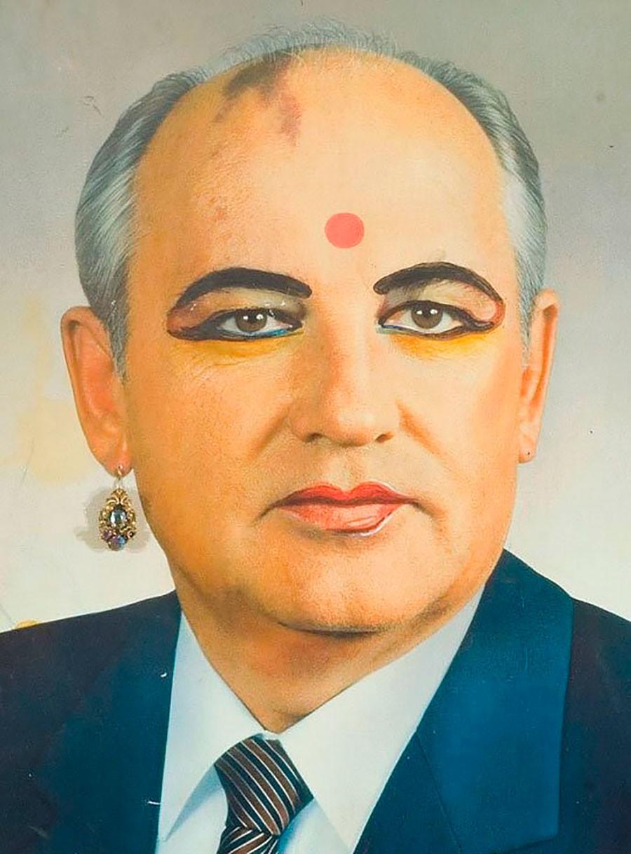 Gorbatchev habillé en femme indienne par Vladislav Mamychev-Monroe, 1989